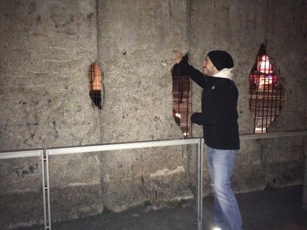 Daniel at the wall